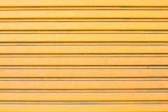 La porte métallique jaune Photo libre de droits