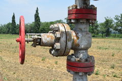 La porte sur un puits de pétrole Image libre de droits