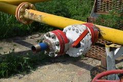La porte sur un puits de pétrole Images stock