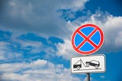 La position est interdite Signes de route Photos libres de droits