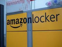 La posizione dell'armadio di Amazon dentro il deposito 711, ha chiuso sicuro immagini stock libere da diritti