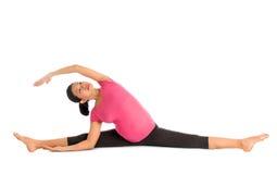 La posizione incinta di yoga ha messo l'allungamento a sedere laterale. Fotografia Stock Libera da Diritti