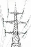 La posta ad alta tensione di elettricità isolata su bianco Fotografie Stock Libere da Diritti