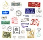 La posta aerea dell'annata contrassegna e timbra Fotografia Stock
