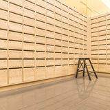 La posta di legno dell'armadio inscatola postale per tiene le vostre informazioni Fotografia Stock Libera da Diritti