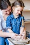 La poterie chasse l'étudiant fait main d'atelier de passe-temps photo stock