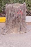 La poubelle ou les déchets en bois de texture faits par le ciment rendent Image stock