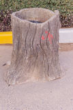 La poubelle ou les déchets en bois de texture faits par le ciment rendent Photographie stock libre de droits