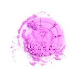 La poudre brisée rose ronde pour composent comme échantillon de produit de cosmétiques d'isolement sur le fond blanc Image libre de droits