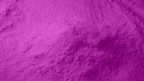 La poudre rose verse dans la pile banque de vidéos