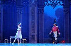 La poupée dans un casse-noix de ballet de prince et de jeu-Le de Clara Photos stock