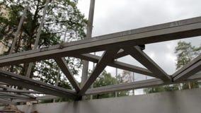 La poutre en acier de construction banque de vidéos
