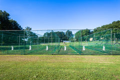 La práctica del grillo pesca el juego de los wicketes Foto de archivo libre de regalías