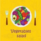 La préparation de salade d'affiche versent dans une cuvette Photo libre de droits