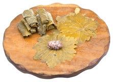 La préparation du dolma des feuilles de raisin et hachent Photographie stock