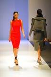 La présentation modèle conçoit par Antonio Berardi chez Audi Fashion Festival 2011 Images stock