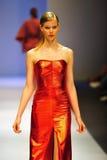 La présentation modèle conçoit par Antonio Berardi chez Audi Fashion Festival 2011 Photos libres de droits