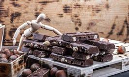 La présentation Presentig de maquette une production et emballage d'un chocolat photographie stock
