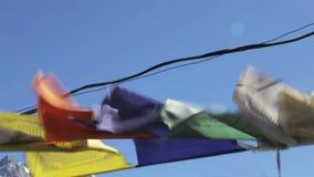 La preghiera inbandiera il volo dal vento video d archivio