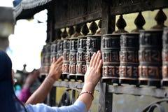 La preghiera spinge dentro Boudhanath Immagini Stock
