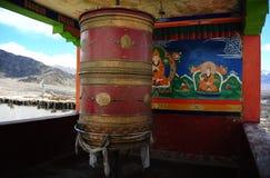 La preghiera spinge dentro il monastero di Thiksey immagine stock