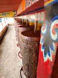 La preghiera spinge dentro Langmusi, Sichuan, Cina fotografia stock libera da diritti