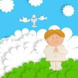 La première communion vous remercient de carder l'enfant blond Photo libre de droits