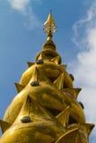 La première pagoda est admirablement conçue en Thaïlande Photos stock