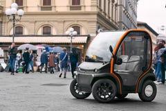 La première voiture électrique à louer à Florence photographie stock libre de droits