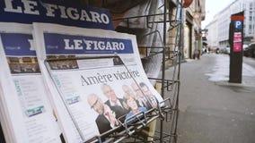 La prensa de Le Figaro del francés en el quiosco sobre las elecciones alemanas Merkel gana almacen de video