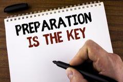 La preparación de texto de la escritura de la palabra es la llave El concepto del negocio para el estudio Learn se prepara para a Fotos de archivo