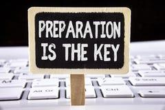 La preparación de texto de la escritura de la palabra es la llave El concepto del negocio para el estudio Learn se prepara para a Imágenes de archivo libres de regalías