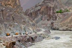 """La preparación para el explosivo trabaja en la construcción camino de Leh del †de Srinagar """" Fotografía de archivo libre de regalías"""