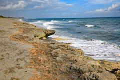 La prerogativa di salto della roccia nel suono di Hobe, Florida fotografie stock libere da diritti