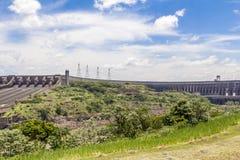 La presa de Itaipu, Foz hace Iguacu, el Brasil Foto de archivo