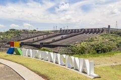 La presa de Itaipu, Foz hace Iguacu, el Brasil Imagen de archivo
