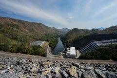 La presa de Srinagarind es una presa del terraplén en el río de Khwae Yai fotos de archivo libres de regalías