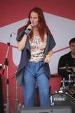 La prestazione del cantante popolare Anna Malysheva e la banda di schiocco Mint Fotografie Stock Libere da Diritti