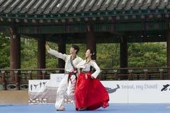 La prestazione di arte marziale e l'evento coreani tradizionali di esperienza mostrano Fotografie Stock
