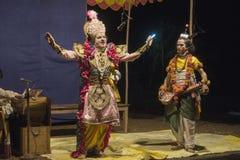 La prestazione nel teatro dilettante della via in India durante il Holi - Immagine Stock Libera da Diritti