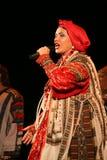 La prestazione sulla fase del cantante folk nazionale del babkina di nadezhda di canzoni e della canzone russi del Russo del teat Fotografie Stock Libere da Diritti