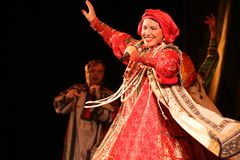 La prestazione sulla fase del cantante folk nazionale del babkina di nadezhda di canzoni e della canzone russi del Russo del teat Fotografia Stock