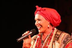 La prestazione sulla fase del cantante folk nazionale del babkina di nadezhda di canzoni e della canzone russi del Russo del teat Immagine Stock