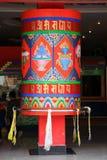 Roue de prière colorée géante Photos stock