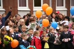 La prima chiamata 1° settembre, giorno di conoscenza a scuola russa Giorno di conoscenza Primo giorno del banco Immagini Stock Libere da Diritti