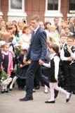 La prima chiamata 1° settembre, giorno di conoscenza a scuola russa Giorno di conoscenza Primo giorno del banco Fotografia Stock