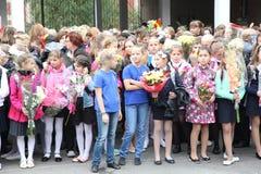 La prima chiamata 1° settembre, giorno di conoscenza a scuola russa Giorno di conoscenza Primo giorno del banco Fotografie Stock Libere da Diritti
