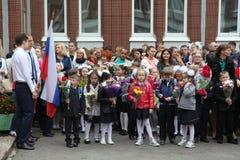 La prima chiamata 1° settembre, giorno di conoscenza a scuola russa Giorno di conoscenza Primo giorno del banco Fotografia Stock Libera da Diritti