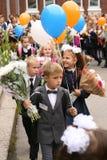 La prima chiamata 1° settembre, giorno di conoscenza a scuola russa Giorno di conoscenza Primo giorno del banco Immagine Stock Libera da Diritti