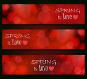 La primavera es amor - borroso, diseño del bokeh, fondo del color rojo Fotografía de archivo